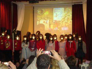 Από τη Χριστουγεννιάτικη γιορτή μας Β΄ Τάξη